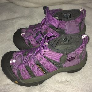 Keen Size 11 shoes like new